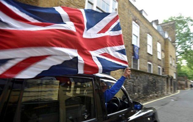 Standard & Poor's: Το «άτακτο» Brexit θα οδηγήσει σε ύφεση τη Βρετανία