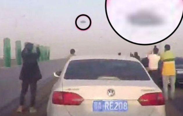 UFO σταμάτησε την κυκλοφορία σε αυτοκινητόδρομο στην Κίνα (βίντεο)