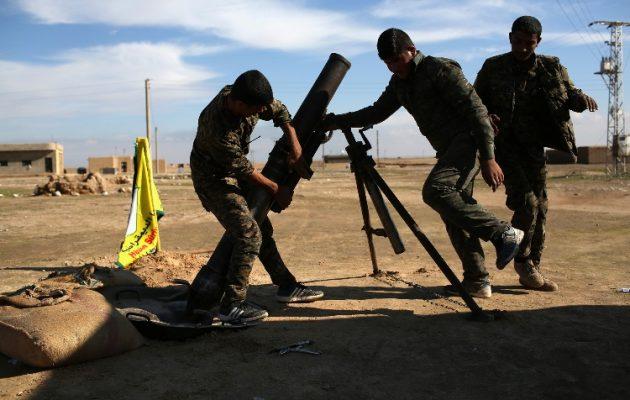 Οι Κούρδοι βομβάρδισαν τουρκικό στρατόπεδο στη βορειοδυτική Συρία – Ένας Τούρκος νεκρός