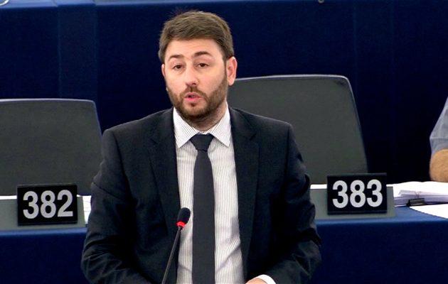 Ο Ανδρουλάκης ρωτά τη Μογκερίνι για την εισβολή της Τουρκίας στην Εφρίν