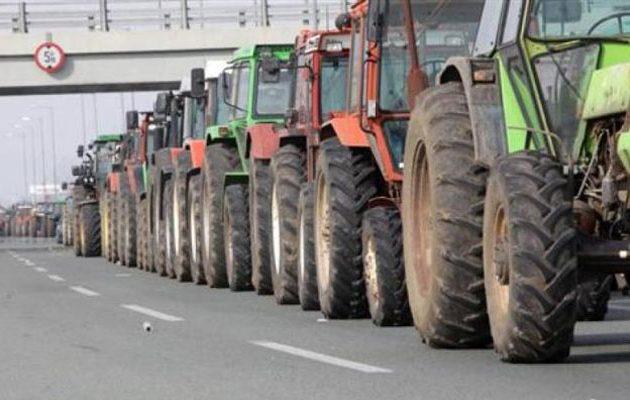 Αμετακίνητοι στα μπλόκα οι αγρότες στη βόρεια Ελλάδα