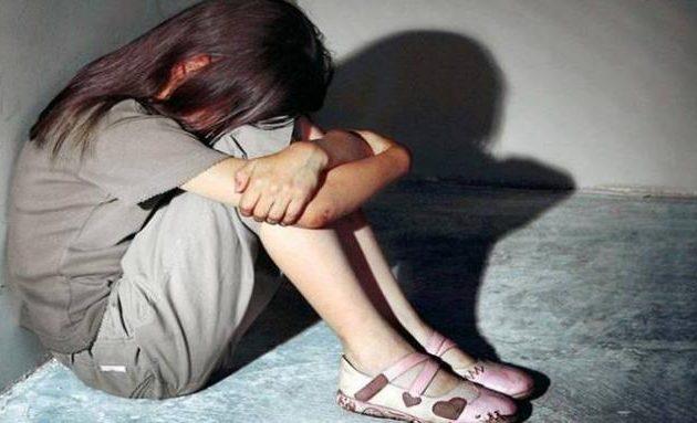 Φρίκη στα Χανιά: Νάρκωνε τον πατέρα-«φίλο» του και βίαζε τη 13χρονη κόρη
