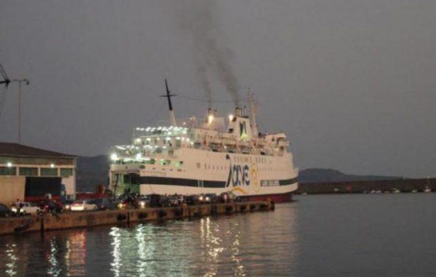 """Κάσος: Προσέκρουσε στην προβλήτα το """"Βιτσέντζος Κορνάρος"""" – Τι θα γίνει με τους επιβάτες"""