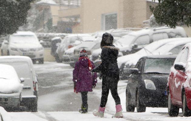 Καιρός: Χιόνια στην Αθήνα από τα ξημερώματα της Πέμπτης – Που θα το στρώσει