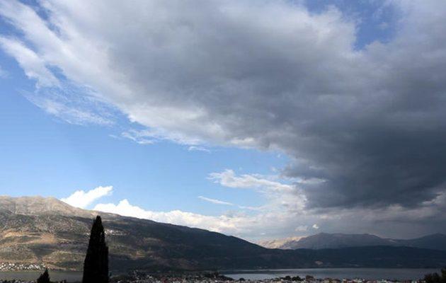 Ο καιρός την Τρίτη: Νεφώσεις και σποραδικές βροχές