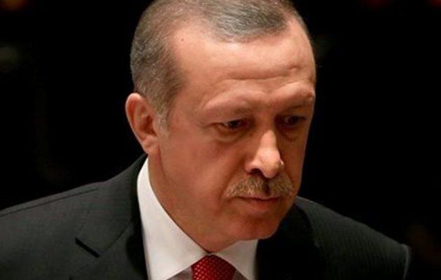 Πώς οι υπερχρεωμένες σε δολάρια τουρκικές τράπεζες χαλούν την εκλογική φιέστα Ερντογάν