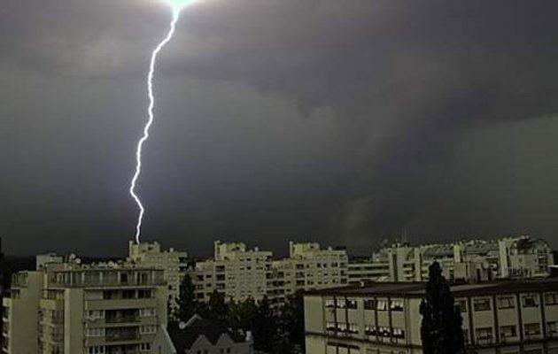 Κακοκαιρία χτύπησε την Αττική: Ισχυρές βροχές και καταιγίδες
