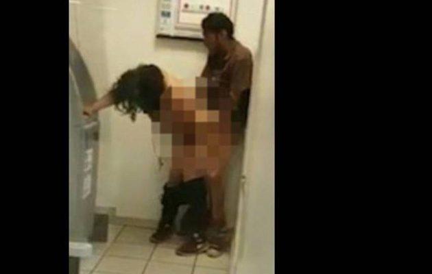 Πήγαν να βγάλουν λεφτά στο ATM και το… «έκαναν» μπροστά στο μηχάνημα (βίντεο)