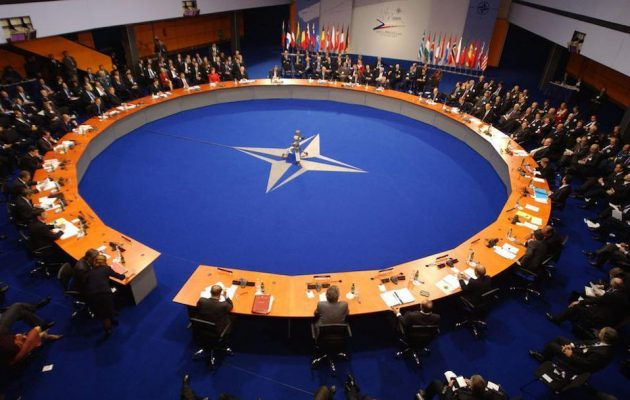 Συνεδριάζει το ΝΑΤΟ λόγω Τουρκίας – Ο Στόλτενμπεργκ μόνο που δεν δάκρυσε για τους Τούρκους