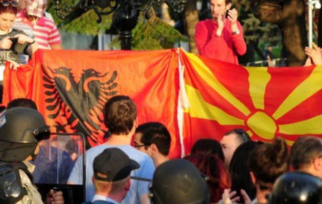 Εμπλοκή στα Σκόπια; Δύο αλβανικά κόμματα ζητούν να αναγνωριστεί συνταγματικά η γλώσσα τους αλλιώς δεν ψηφίζουν