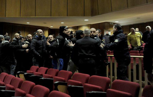 Συνεχίζεται η δίκη της Χρυσής Αυγής μετά τα πρωτοφανή επεισόδια στο Εφετείο