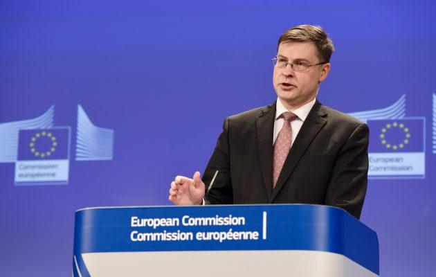 Μήνυμα Ντομπρόβσκις για την Ελλάδα: Δεν θα υπάρξουν νέες δεσμεύσεις και νέοι όροι μετά το μνημόνιο