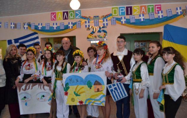 """Δέσμευση Κουίκ στους Έλληνες της Ουκρανίας: """"Δεν θα σας εγκαταλείψουμε"""" (φωτο)"""