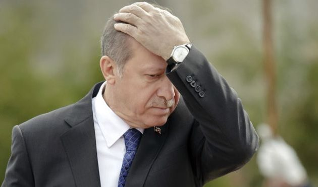 Ο Ερντογάν λιποθύμησε στο τζαμί εξαιτίας της νηστείας, ισχυρίζεται η γερμανική Bild