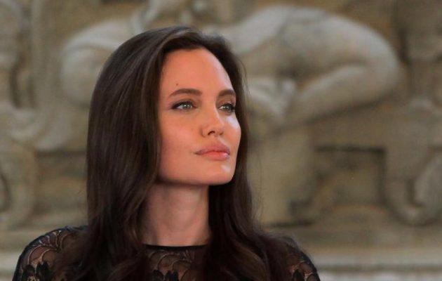 """Και οι """"θεές"""" λυγάνε… Η Αντζελίνα Τζολί μίλησε για το διαζύγιό της: """"Είναι δύσκολα"""""""