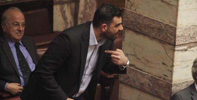 Κωνσταντινέας σε Μητσοτάκη: 20 χρόνια διαιτητής τέτοια αυτογκόλ δεν είδα