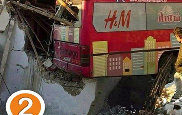 ΣΟΚ: Λεωφορείο έπεσε πάνω σε μαθητές στην Ξάνθη – Κρίσιμη η κατάσταση 14χρονης