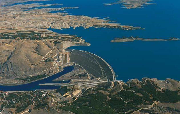 Επικίνδυνη τροπή στη Μέση Ανατολή: Η Τουρκία έκλεισε τα νερά του Ευφράτη