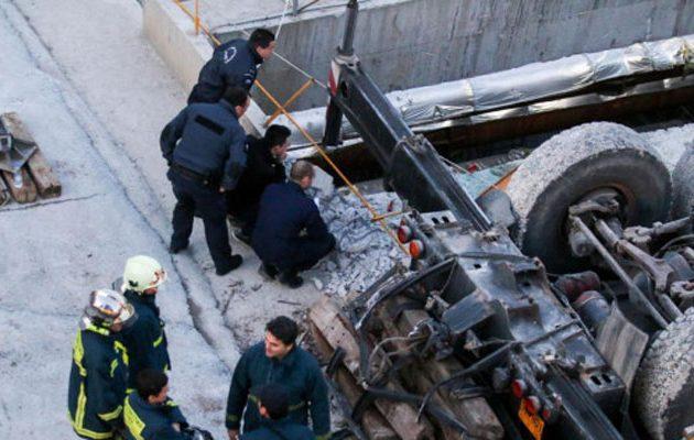 Τραγωδία στη Καλαμαριά: Νεκρός χειριστής γερανού που έπεσε μέσα στο εργοτάξιο του μετρό
