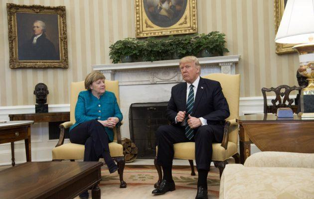 Εκπρόσωπος Τραμπ: Ο Πρόεδρος δεν άκουσε τη Μέρκελ όταν του πρότεινε χειραψία