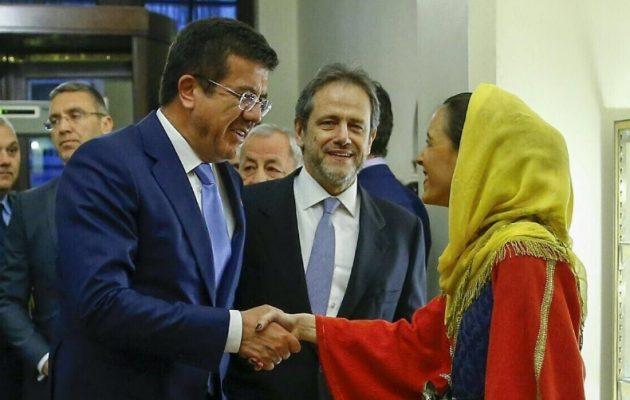 Την ελληνική του καταγωγή «κάρφωσε» ο Τούρκος υπουργός Ζεϊμπεκτσί στη δεξίωση της Ελληνικής Πρεσβείας