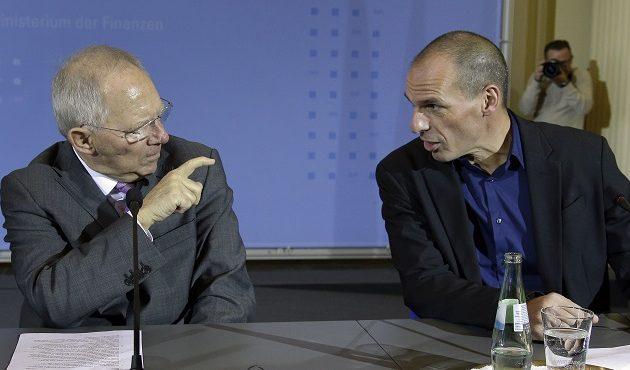 Telegraph: Ο Σόιμπλε είπε στον Βαρουφάκη ότι τα μνημόνια είναι σε βάρος της Ελλάδας