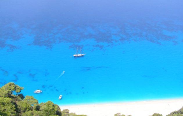 Ποια ελληνική παραλία έχει τα πιο γαλάζια νερά στον κόσμο