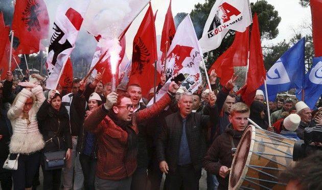 """Στο χάος βυθίζεται η Αλβανία – Ζητά το """"κεφάλι"""" του Ράμα η αντιπολίτευση"""