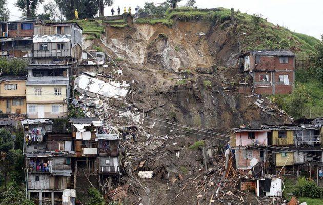 Πνίγηκε στη λάσπη και πάλι η Κολομβία – Τουλάχιστον 17 νεκροί και 20 αγνοούμενοι (φωτο)