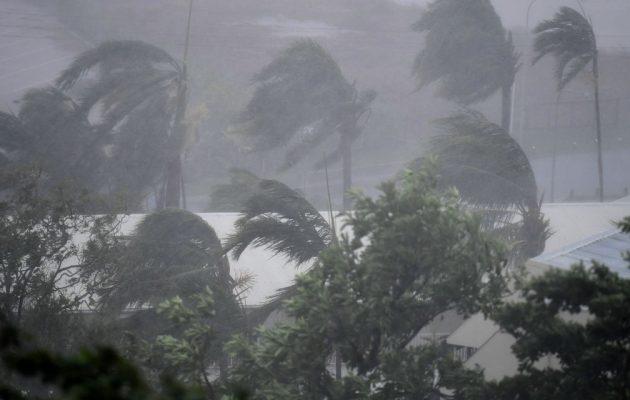 Tη Νέα Ζηλανδία σαρώνει ο κυκλώνας «Ντέμπι» μετά το φονικό πέρασμα από την Αυστραλία