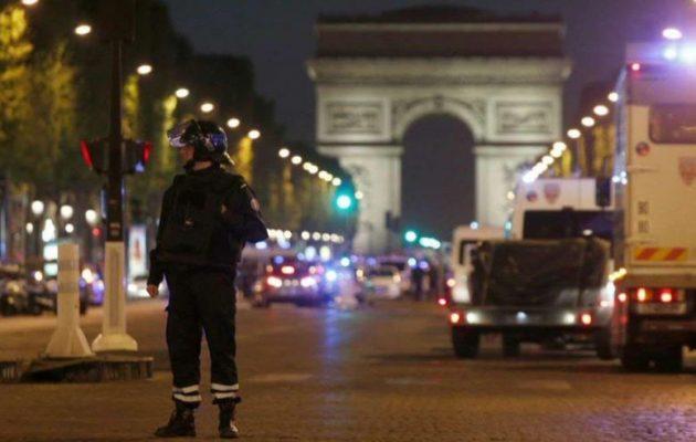 Θρίλερ: Παραδόθηκε στην Αμβέρσα ο άνδρας που είναι ύποπτος για την επίθεση στο Παρίσι