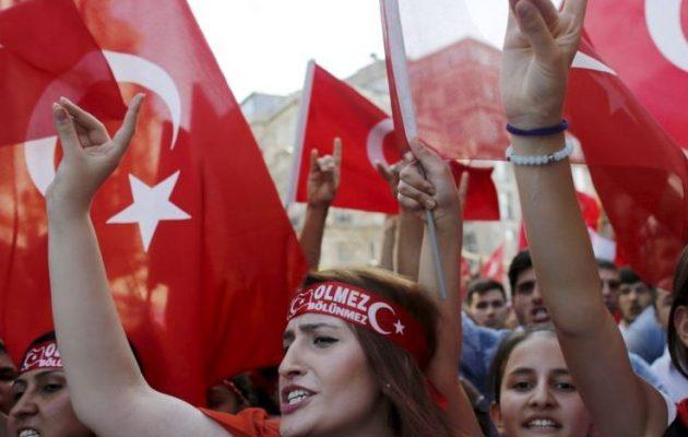Παράνομοι οι Τούρκοι Γκρίζοι Λύκοι στη Γαλλία με απόφαση της κυβέρνησης