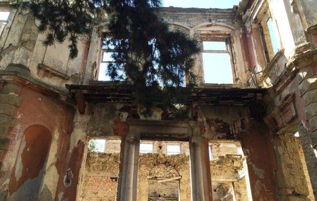 """Με εντολή Κοτζιά και με δωρεές αποκαθίσταται το """"Κτίριο Σεφέρη"""" στην Κορυτσά της Βορείου Ηπείρου"""