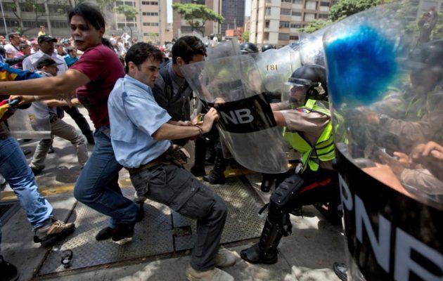 Χάος, αίμα και κλίμα εμφυλίου στη Βενεζουέλα