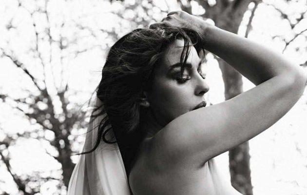 Μαύρο θηλυκό γυμνό φωτογραφίες