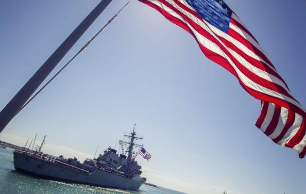 Αμερικανικό πολεμικό πλοίο στη Νότια Σινική Θάλασσα εξοργίζει την Κίνα
