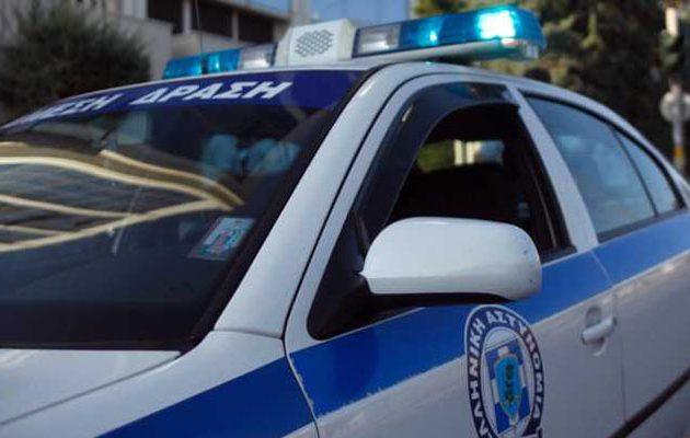 Ρομά πέθανε στο αστυνομικό τμήμα Φυλής- «Ντου» από συγγενείς  – Τραυματίστηκαν αστυνομικοί