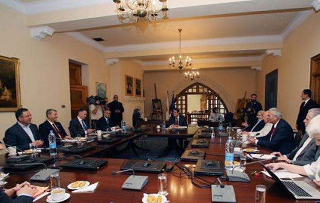 Ο Χριστόφιας αποχώρησε από το Εθνικό Συμβούλιο επειδή δεν του σήκωνε το τηλέφωνο ο Αναστασιάδης