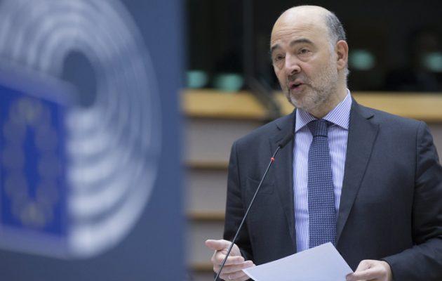 Ο Μοσκοβισί καλεί τo Eurogroup να ελαφρύνει «οπωσδήποτε» το ελληνικό χρέος