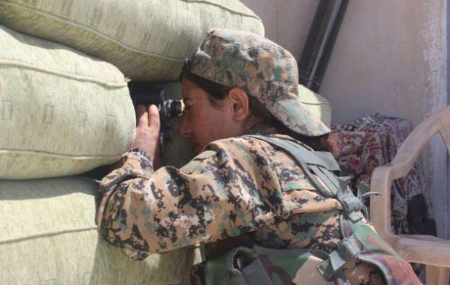 Οι Κούρδοι (SDF) καλούν τους Τούρκους στρατιώτες να παραδοθούν: «Ελάτε σε εμάς και θα σας προστατέψουμε»