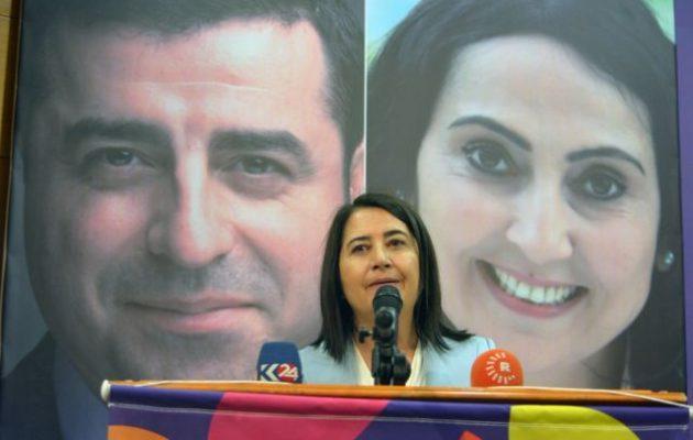 Η Σερπίλ Κεμάλμπαϊ συμπρόεδρος στο φιλοκουρδικό HDP στην Τουρκία ενώ οι ηγέτες του είναι φυλακή