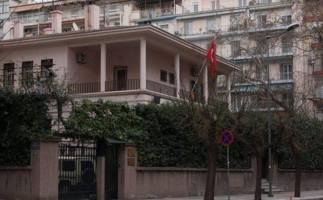 Εμπρηστικές επιθέσεις σε δύο τουρκικά διπλωματικά αυτοκίνητα – Καταδικάζει το ΥΠΕΞ
