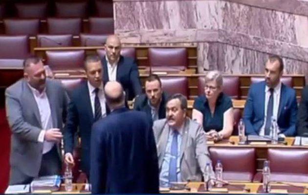 Έρχεται βαριά ποινή για τους τραμπουκισμούς Κασιδιάρη στη Βουλή