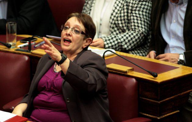 """Ένταση στη Βουλή για τον ρόλο Μητσοτάκη στο Σκοπιανό – «Είσαι ψεύτης"""" φώναξε η Παπαρήγα στον Καμμένο"""