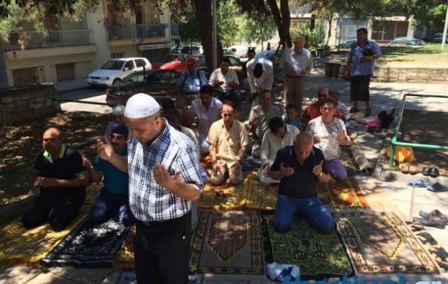20 ακτιβιστές μουσουλμάνοι στήνουν σκηνικό θρησκευτικής έντασης στη Θεσσαλονίκη (βίντεο)