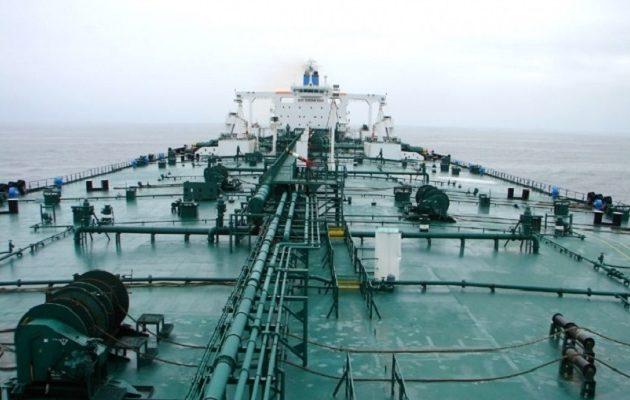 """Πλοία """"φαντάσματα"""" του ISIS μεταφέρουν λαθραίο πετρέλαιο από τη Λιβύη στην Ιταλία"""