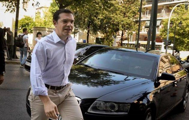 «Τρέχει» τους υπουργούς για προαπαιτούμενα πριν τις ΗΠΑ ο Τσίπρας
