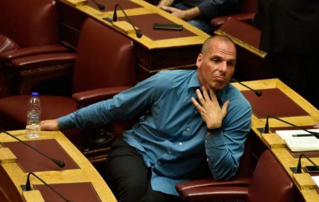 """""""Ο Βαρουφάκης κάνει σαν τη Βουγιουκλάκη"""" – Δήλωση με νόημα από βουλευτίνα του ΣΥΡΙΖΑ"""