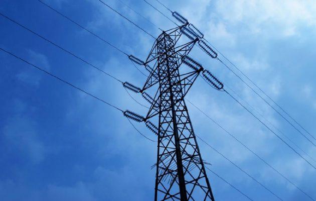 Τι σχεδιάζει η ΡΑΕ  για τα τιμολόγια ρεύματος της ΔΕΗ – Ποιοι θα δικαιούνται επιδότηση