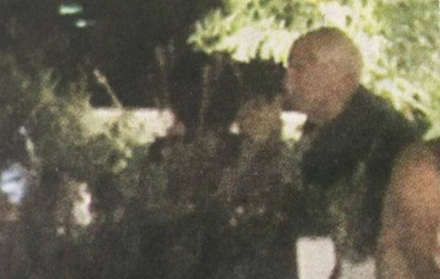 Στη Σκιάθο ο Γιώργος Παπανδρέου – Τρυφερό τετ α τετ με την Ολλανδέζα σύντροφό του (φωτο)